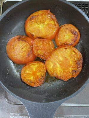 トマトを焼いた写真