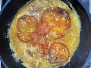 トマトに卵を投入